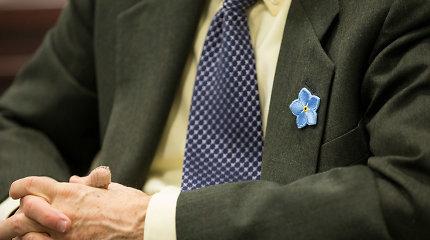 R.Karbauskis prisiminė neužmirštuolę: kas segės, tą tapatins su konservatoriais – net ir prezidentą