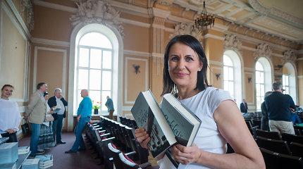 """Rima Karalienė pristatė knygą """"Irklais pro spygliuotą tvorą"""""""