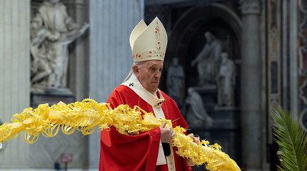 Popiežius apie antruosius pandemijos metus: žmonės pavargo, ekonomika kenčia