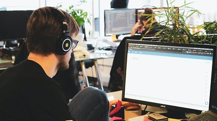 Profesijos keitimas į IT: kiek kainuoja kursai ir kokios algos tikėtis