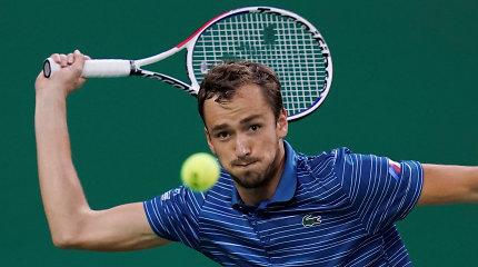 D.Medvedevas sustabdė S.Tsitsipą ir žengė į šeštą finalą iš eilės