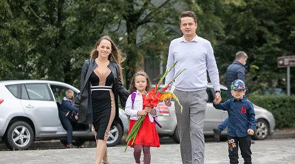 Elektromobilį vairuojanti I.Puzaraitė-Žvagulienė senojo automobilio nepasigenda