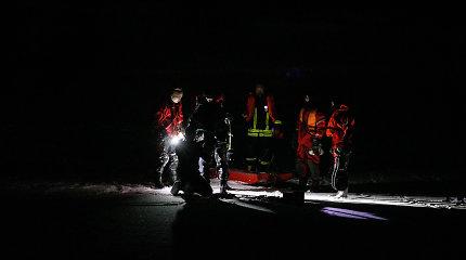 Ant Kauno marių ledo lakstęs automobilis įlūžo ir nuskendo, vairuotojas spėjo išsigelbėti