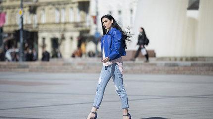 Simona Nainė su aukštakulniais