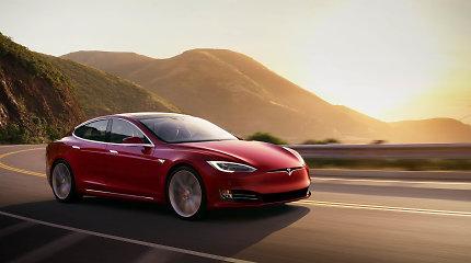 """Įnirtinga kova: """"Tesla"""" pranoko """"Lucid Air"""" ir vėl padidino """"Model S"""" nuvažiuojamą atstumą"""