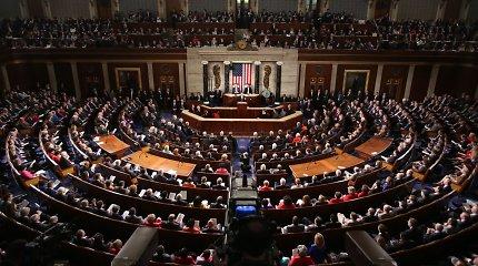 """JAV Atstovų Rūmai pritarė valstybės skolos """"lubų"""" didinimui"""