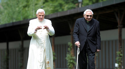 Mirė buvusio popiežiaus Benedikto XVI brolis