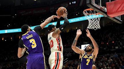 """Carmelo ir LeBrono akistatoje – sunki trauma, išvarytas treneris ir """"Lakers"""" pergalė"""