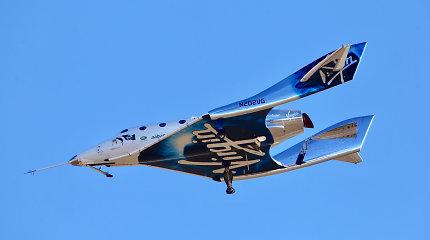 """""""Virgin Galactic"""" kosminio turizmo erdvėlaivis pakilo iki kosmoso ribos"""