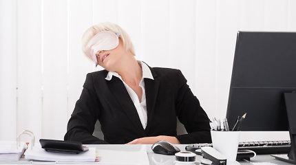 Oftalmologas: ne kompiuteriai yra blogis – akies galima netekti dėl kontaktinių lęšių