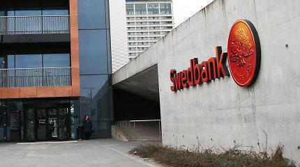 """""""Swedbank"""" labiau gali pakenkti ne pinigų plovimo skandalas, o sukčių ataka"""