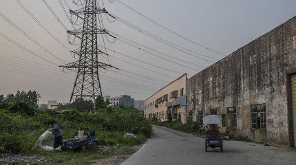 """""""NY Times"""": Kinijos ekonomika toliau lėtėja – ją stabdo NT ir energetikos krizės"""