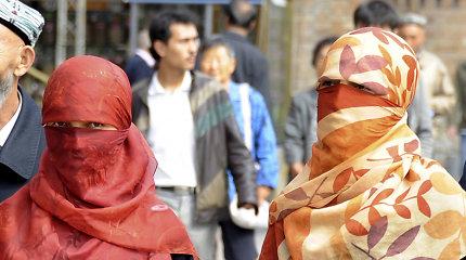 Kinijoje musulmonų mažumos priverstinai buriamos į pigios darbo jėgos armiją