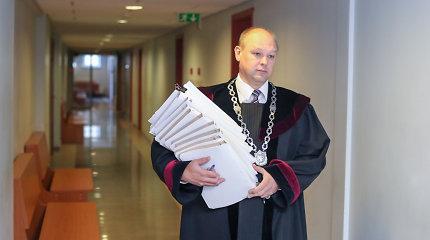 Garbės teismas neblaivų vairavusį teisėją M.Striauką pabarė, bet iš darbo neveja