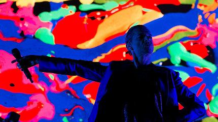 """""""Depeche Mode"""" sugrįžo: Vilniaus arenoje – juoda romantika, gerbėjų ekstazė ir muzikinės mišios"""
