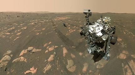 """Pamatykite: NASA roveris """"Perseverance"""" padarė pirmąją asmenukę"""