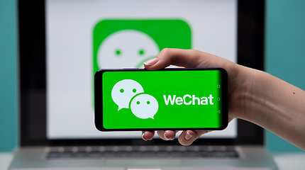 """""""WeChat"""" ištrynė dešimtis Kinijos universitetų studentų LGBT paskyrų"""