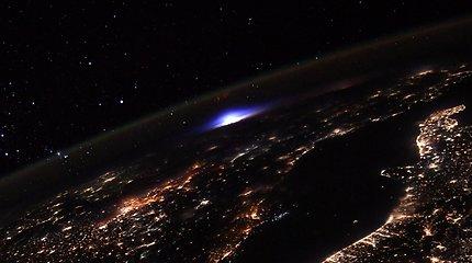 Astronautas iš kosminės stoties užfiksavo retai pastebimą, įspūdingą žaibą
