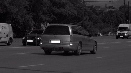 """Kaune – du su puse karto greitį viršijęs """"Opel"""" ir bėglys """"Land Rover"""""""