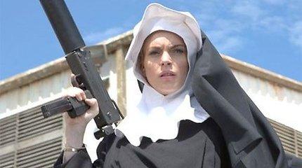 """Filme """"Mačetė"""" – provokuojančiai nuoga Lindsay Lohan (video)"""