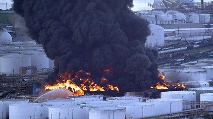 Hjustone užgesinta kelias dienas degusi chemijos gamykla