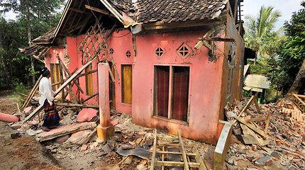 Indonezijoje per galingą žemės drebėjimą žuvo mažiausiai keturi žmonės, keletas sužeista