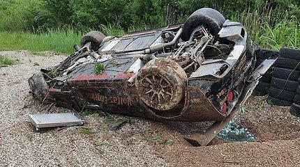 """Avarija Kačerginės trasoje: M.Matukaitis slydo ir virto su galinga """"Chevrolet Corvette"""""""