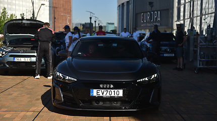"""Audi e-tron GT"" elektromobilių varžybose"