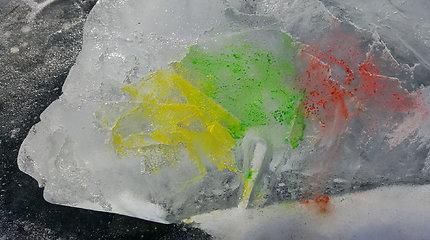 """Eksperimentas """"Ledinė trispalvė"""""""