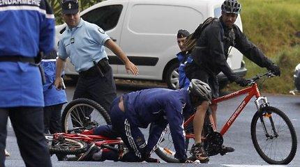 Prancūzijos futbolo rinktinės puolėjas Anelka griuvo nuo dviračio