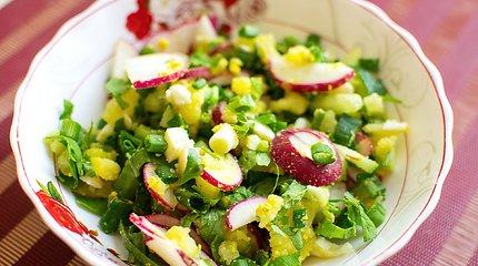Gaivios pavasariškos salotos prie velykinio kepsnio: 15 receptų
