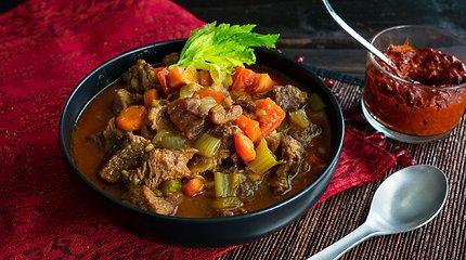 Vėsioms dienoms – marokietiškas jautienos ir daržovių troškinys