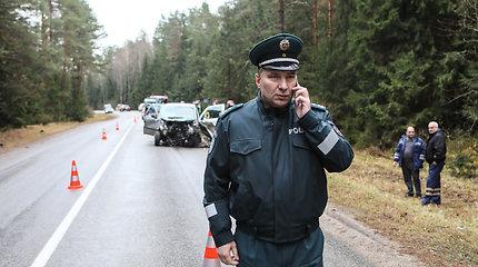 Tiriama, ar Kauno kelių policijos viršininkas nerodo išskirtinio palankumo pavaldinei