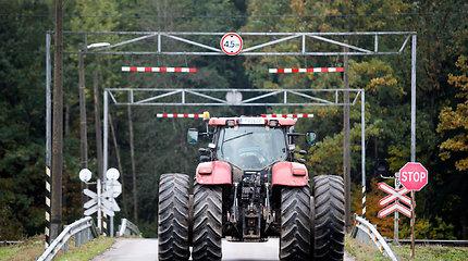 Ar laukuose dirbantis traktoriaus vairuotojas irgi privalo būti blaivus?