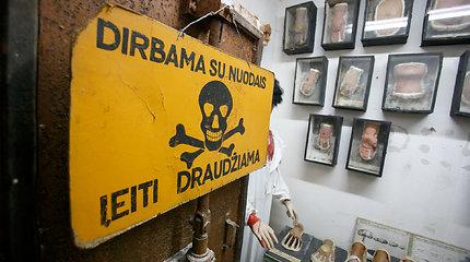 """""""Atominiame bunkeryje"""" didžiausia Europoje dujokaukių ekspozicija"""