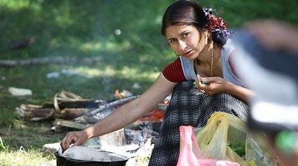 Rumunijos romų bendruomenė tebegyvena skurde: vandens čiaupas – tik įveikus purvo jūrą