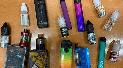 Klaipėdoje pareigūnai tikrino nepilnamečius: rado ir cigarečių, ir narkotikų