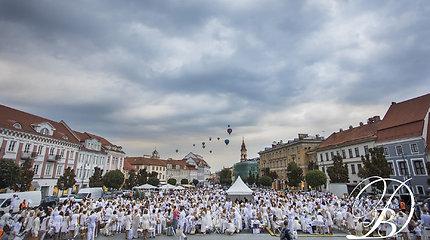 Vilniuje penktą kartą surengta Baltoji vakarienė