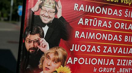 """Žiūrovai renkasi į """"Humoro Grand Šou"""" Palangoje"""
