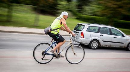 Seimas svarsto siūlymą panaikinti prievolę dviratininkams vilkėti ryškias liemenes