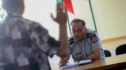 Biržai gaudžia: mieste siaučia nusikalstamos grupuotės, kurių atstovams policijos pareigūnai spaudžia rankas