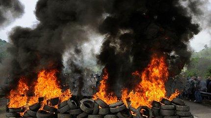 Gaisras Alytuje priminė siaubingą degančių padangų taršą: į orą kyla arsenas, švinas, nuodijamas vanduo ir derlius