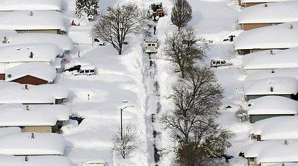 Niujorko valstijoje per sniego audrą iškrito iki 1,8 metro kritulių