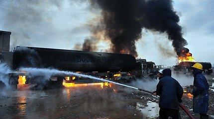 Pakistane kovotojai susprogdino 11 NATO benzinvežių