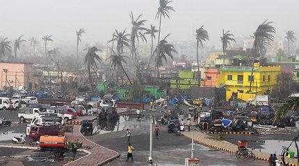 Bangladešą pasiekė galingas ciklonas Fani – vėjas siekė 200 km/val