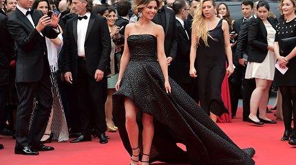 Kanų kino festivalyje damos demonstravo kvapą gniaužiančias suknias