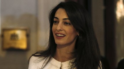 """Mianmare sulaikytus """"Reuters"""" žurnalistus gins Amal Clooney"""