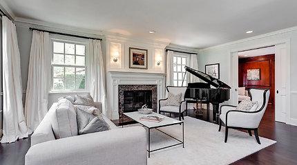 Stilingai įrengtuose Vince'o Vaughno namuose vyrauja balta spalva
