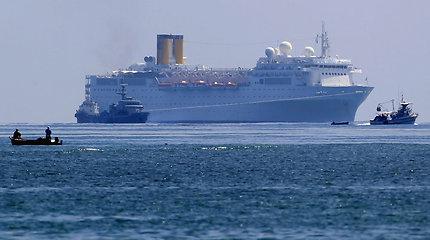 """Sugedęs italų kruizinis laivas """"Costa Allegra"""" su daugiau kaip tūkstančiu žmonių pasiekė Seišelių uostą"""