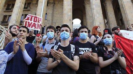 """Sakartvele tęsiasi protestai prieš """"putinizmą"""" ir oligarchą B.Ivanišvilį"""